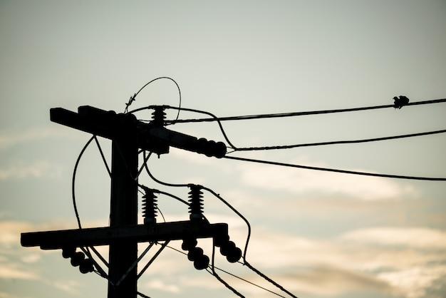 Elektrische hochspannungsisolatorleitung Premium Fotos