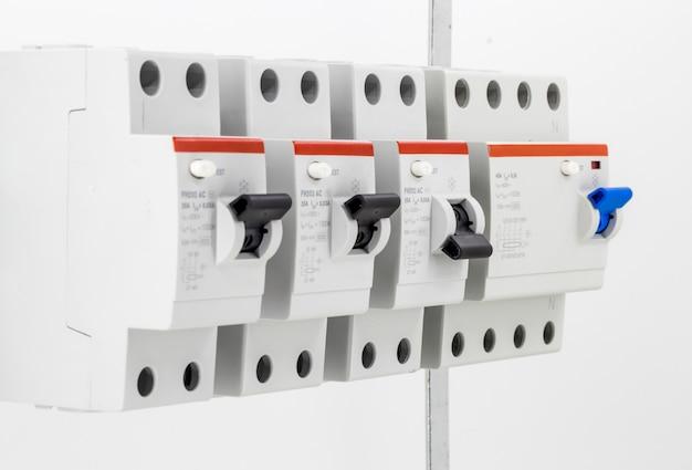 Elektrische maschinen, schalter, isoliert auf weiß, nah Kostenlose Fotos