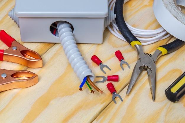 Elektrische reparaturteile und werkzeuge Premium Fotos