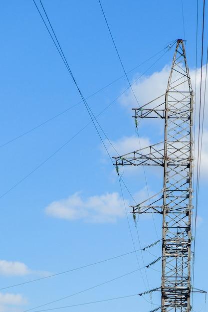 Elektrischer hochspannungsturm. hochspannungspfosten oder hochspannungsturm leistungskonzept. Premium Fotos