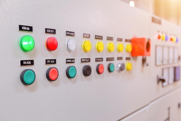 Elektrisches bedienfeld im werk / bedienfeld Premium Fotos