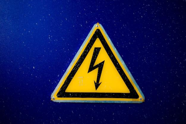 Elektrizitäts-warnschild Premium Fotos