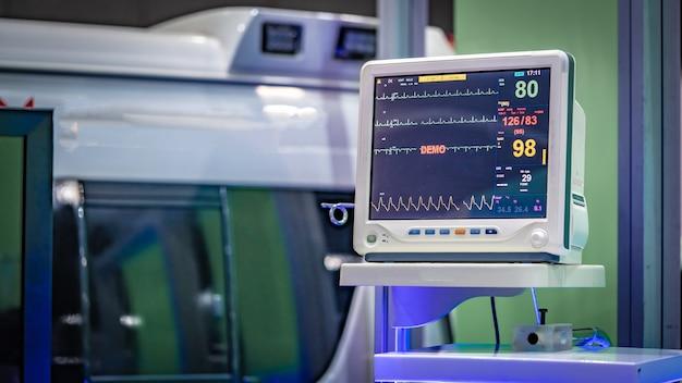 Elektrokardiographisches (ekg) überwachungsgerät Premium Fotos