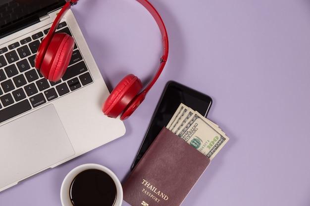 Elektronische geräte zum musikhören und eine tasse kaffee Kostenlose Fotos