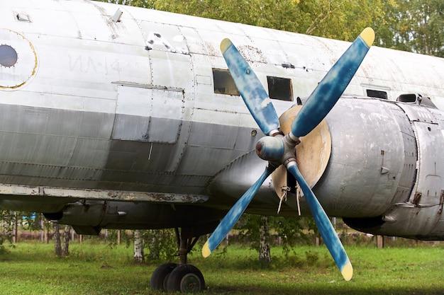 Elemente eines alten sowjetischen militärflugzeugs Premium Fotos