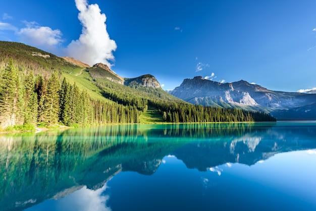 Emerald lake, yoho nationalpark, britisch-columbia, kanada Premium Fotos