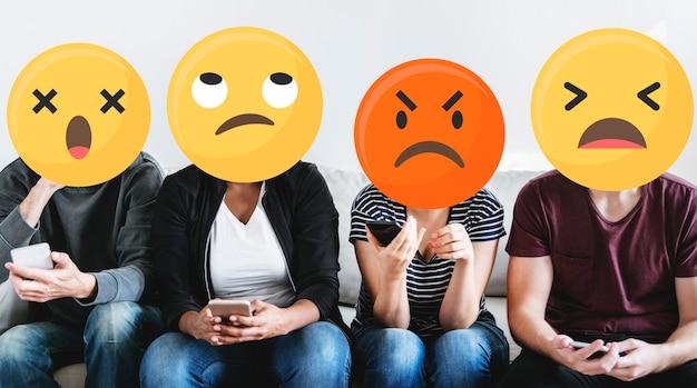 Emoji gesichter in den sozialen medien Kostenlose Fotos