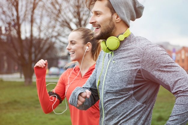 Endorphine beim joggen mit freundin Kostenlose Fotos