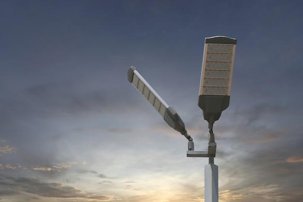Energieeinsparung des solar-led-lichtmasts auf himmelhintergrund. Premium Fotos