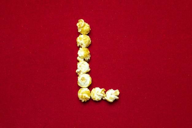 Englisches alphabet vom kinopopcorn. buchstabe l. Premium Fotos