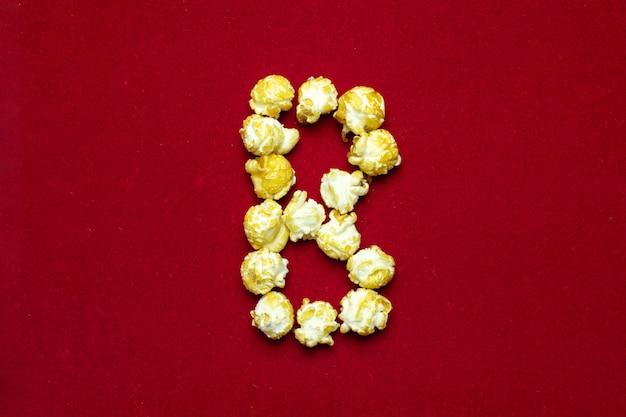 Englisches alphabet vom kinopopcorn mit buchstaben b Premium Fotos