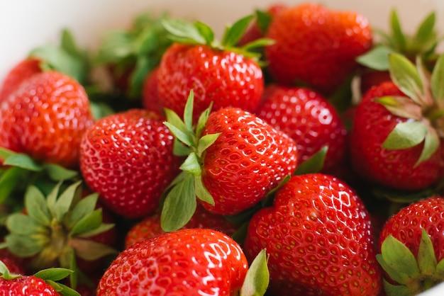 Erdbeer-nahaufnahme. hintergrund der beeren Premium Fotos