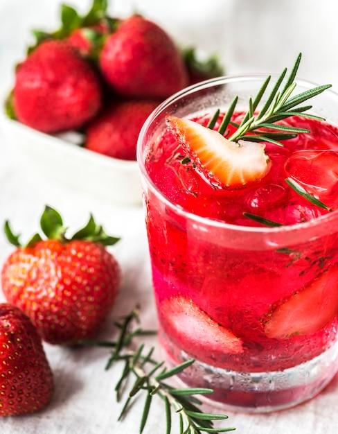 Erdbeer rosmarin wasser rezept hineingegossen Kostenlose Fotos