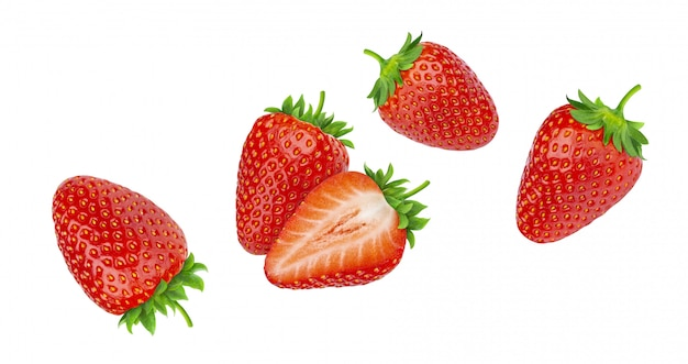 Erdbeeren getrennt auf weißem hintergrund Premium Fotos