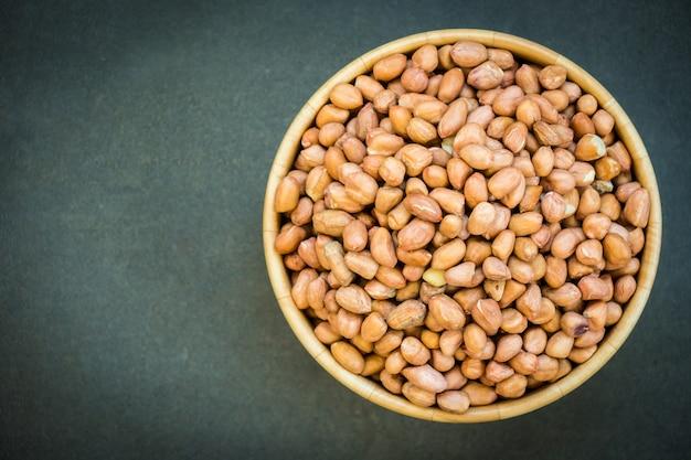 Erdnüsse in holzschale Kostenlose Fotos
