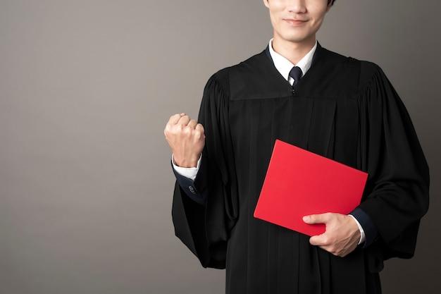 Erfolgreiche ausbildung des graduierten mannes Premium Fotos