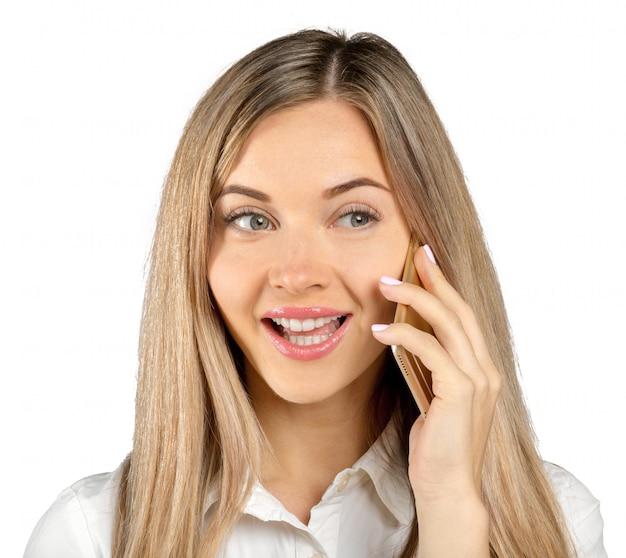 Erfolgreiche geschäftsfrau mit dem handy, getrennt auf weiß Premium Fotos