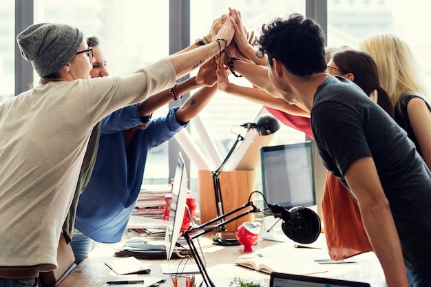 Erfolgreiches sitzungsarbeitsplatz-konzept der teamwork-energie Premium Fotos