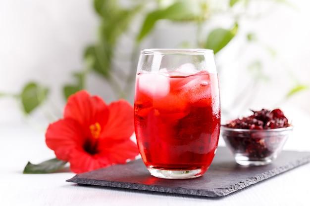 Erfrischender hibiskus vereist Premium Fotos
