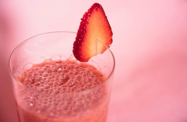 Erfrischungsgetränk mit erdbeere Kostenlose Fotos