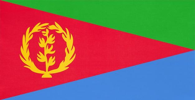 Eritrea-staatsangehöriggewebeflagge, textilhintergrund. symbol des afrikanischen weltlandes. Premium Fotos