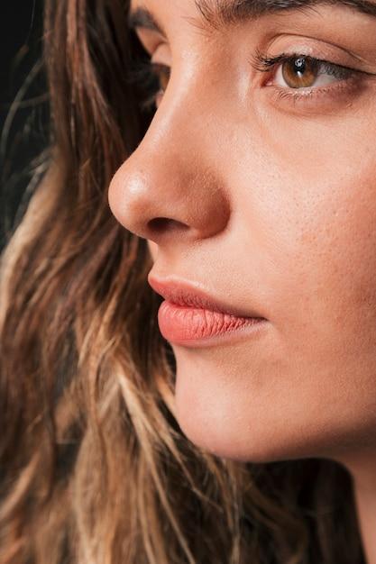Ernstes mädchenporträt des schönen brunette Kostenlose Fotos