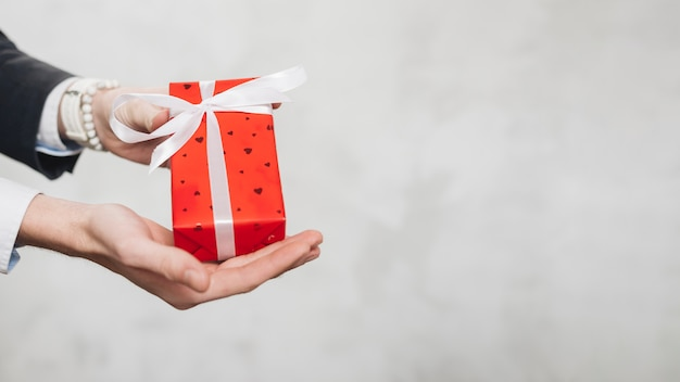 Erntemann, der geschenkbox gibt Kostenlose Fotos
