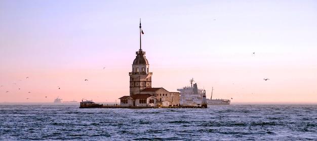 Erstturm auf bosphorus in istanbul Premium Fotos