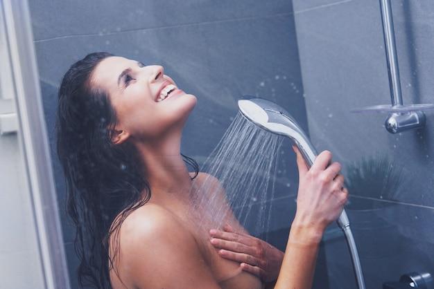 Unter der dusche frau Körperdetails der