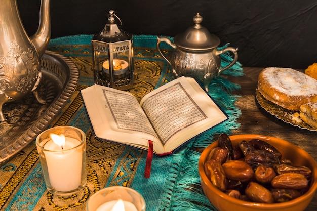 Essen und dekorationen rund um koran Kostenlose Fotos