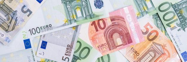 Euro-geld. euro bargeld hintergrund. euro-geld-banknoten. Premium Fotos