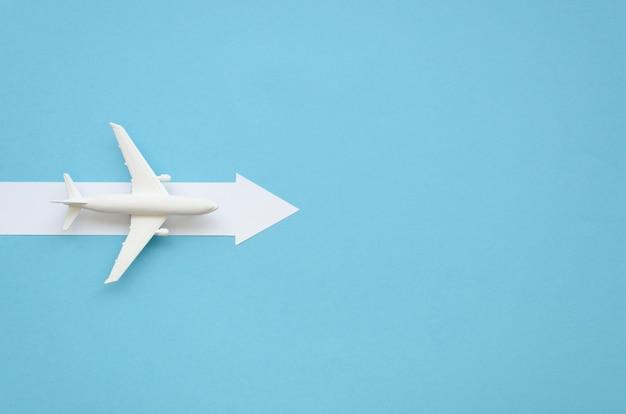 Exemplarflugzeug mit pfeil für richtung Kostenlose Fotos