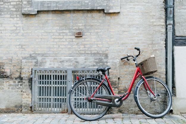 Fahrrad auf kopfsteinpflaster Kostenlose Fotos