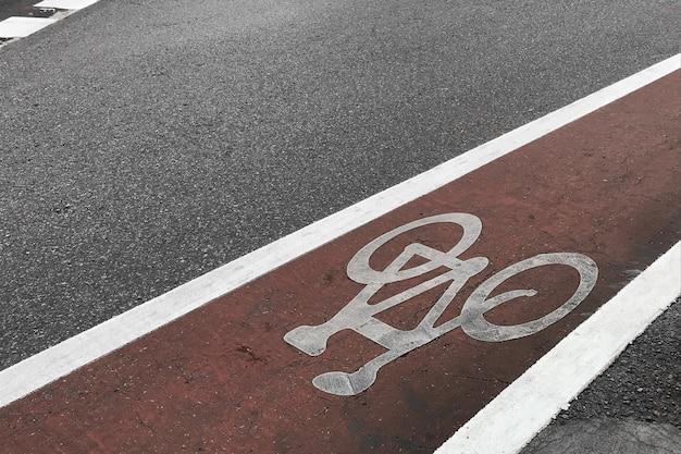 Fahrradweg-asphaltbeschaffenheit, fahrradzeichen auf straße. Premium Fotos