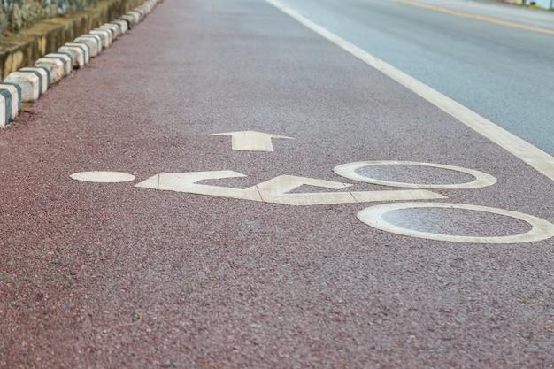 Fahrradweg-fahrradweg und küstenstraßenhintergrund Premium Fotos