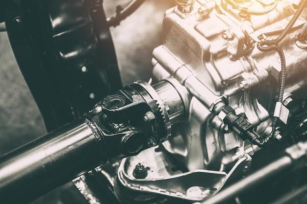 Fahrzeugwellenachse der kraftübertragung zum rad des lkw-autos Premium Fotos