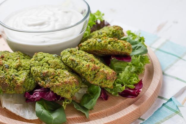 Falafel und sauerrahm Premium Fotos