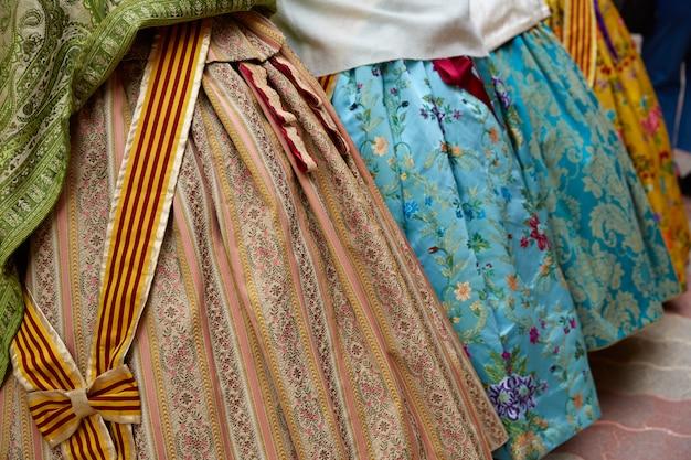 Falleras kleid aus fallas beliebtem valencia Premium Fotos