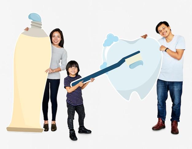 Familie mit guter zahnpflege Premium Fotos