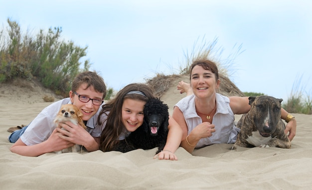 Familie mit hunden Premium Fotos