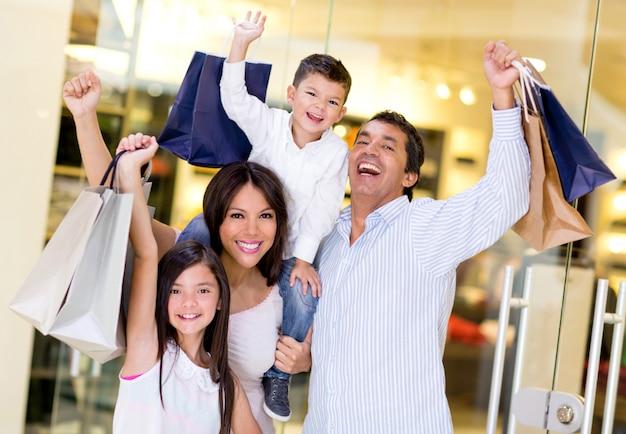 Familieneinkauf im einkaufszentrum Premium Fotos