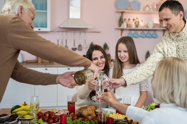 Familienfeier weihnachten zu hause Kostenlose Fotos