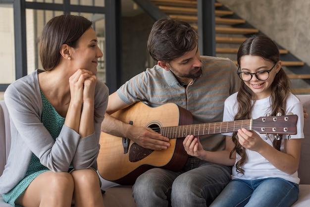 Familienunterricht gitarre Kostenlose Fotos