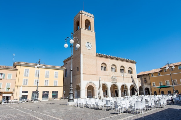 Fano, pesaro, marken, italien. palazzo del podesta Premium Fotos