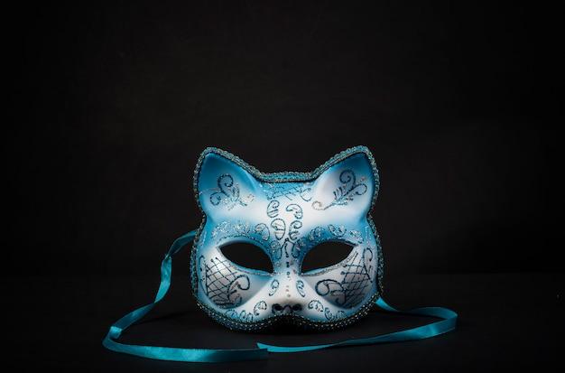 Farbige katzenförmige karnevalsmaske für eine feier Premium Fotos