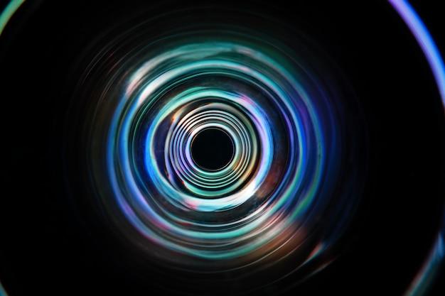 Farbiges licht bewegt sich bei langzeitbelichtung im dunkeln. Premium Fotos