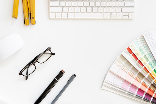 Farbpalette mit tastatur draufsicht Kostenlose Fotos