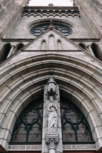 Fassade der kathedrale der heiligen maria mariä himmelfahrt Premium Fotos