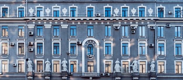Fassade des historischen gebäudes. cental europe stil. Premium Fotos