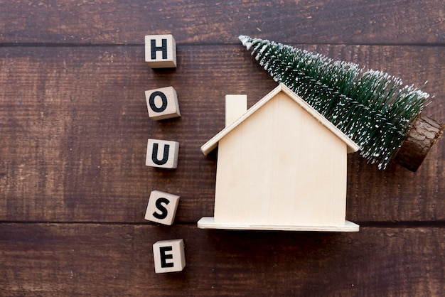 Weihnachtsbaum Ab Wann.Fassen Sie Hausblöcke Mit Holzhaus Und Weihnachtsbaum Auf Tabelle Ab